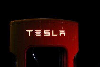 Tesla дистанционно деактивира екстри на Model S, след като беше препродаден