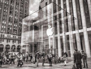 Apple предупреждава, че коронавирусът ще навреди на доставките на iPhone